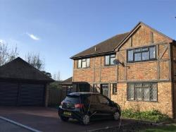 Detached House To Let  Hook Hampshire RG27