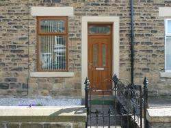 Terraced House To Let  Glossop Derbyshire SK13