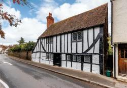 Detached House To Let  Guildford Surrey GU5