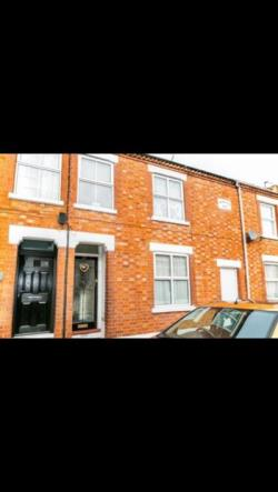 Terraced House To Let  Milton Keynes Buckinghamshire MK13