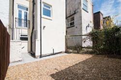 Flat To Let  Stockport Greater Manchester SK4
