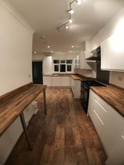 Terraced House To Let  London Greater London NW9