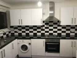 Maisonette To Let  Mitcham Surrey CR4