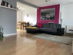 Terraced House To Let  Slough Berkshire SL3