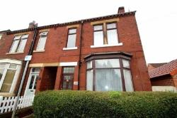 Detached House To Let  Wakefield West Yorkshire WF2