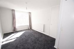 Terraced House To Let  Ashlea Green West Yorkshire LS13
