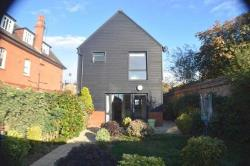 Detached House To Let  Southend On Sea Essex SS3