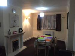Terraced House To Let  Hayes Middlesex UB3