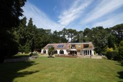 Detached House To Let Branksome Park Poole Dorset BH13