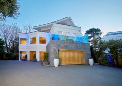 Detached House To Let Canford Cliffs Poole Dorset BH13