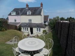 Terraced House To Let   Dorset DT9