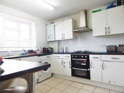 Flat To Let  Morden Surrey CR4
