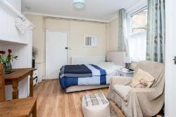 Flat To Let  Walton-On-The-Hill Surrey KT20
