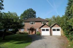 Detached House To Let  West Byfleet Surrey KT14