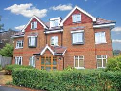 Terraced House To Let  Surrey Surrey KT15