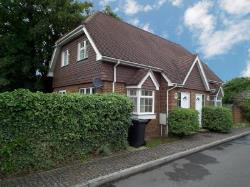 Terraced House To Let  Surrey Surrey KT14