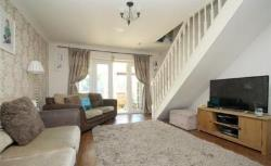 Terraced House To Let  Staines-upon-Thames Berkshire TW19