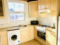 Flat To Let  Seven Sisters Greater London N15