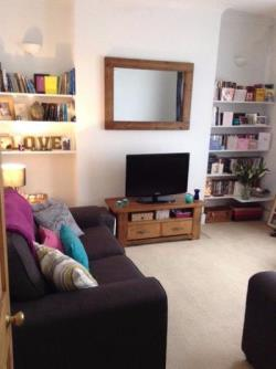 Flat To Let  Clapham Greater London SW11