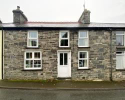 Terraced House For Sale  Tregaron Ceredigion SY25