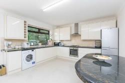 Terraced House To Let  Barnet Hertfordshire EN4