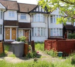 Maisonette For Sale  Neasden Greater London NW10