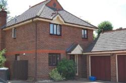 Detached House To Let  Addlestone Surrey KT15