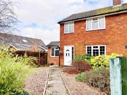 Semi Detached House To Let  Aylesbury Buckinghamshire HP22