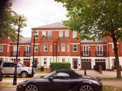 Detached House To Let  Woodford Green Essex IG8