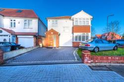 Detached House To Let  Kenton Middlesex HA3
