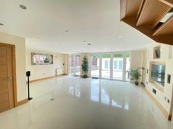 Semi Detached House To Let  Loughton Essex IG10