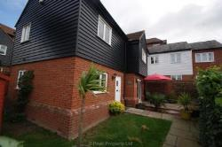 Detached House To Let  Benfleet Essex SS7