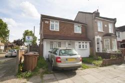 Detached House To Let  Romford Essex RM6