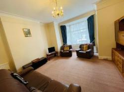 Semi Detached House To Let  Finchley Greater London N3