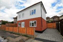 Detached House To Let  Romford Essex RM5