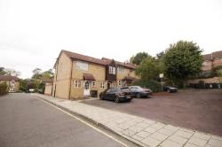 Detached House To Let  London Greater London SE6