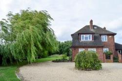Detached House For Sale  Birlingham Worcestershire WR10