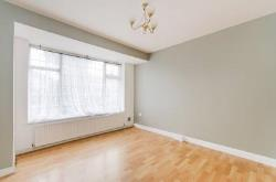 Terraced House To Let  Perivale Middlesex UB6