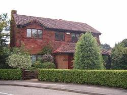 Detached House To Let  Tadworth Surrey KT20