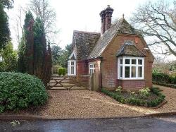 Detached House To Let  Godalming Surrey GU8