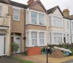 Flat To Let  Southend-On-Sea Essex SS0