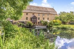 Detached House To Let  Water Newton Northamptonshire PE8
