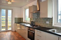 Detached House To Let  Huddersfield West Yorkshire HD4