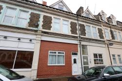 Terraced House To Let  Cathays Glamorgan CF24