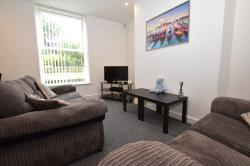 Terraced House To Let  Almondbury West Yorkshire HD5