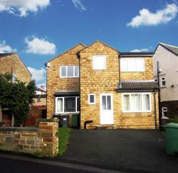 Detached House To Let  Huddersfield West Yorkshire HD1