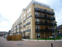 Flat To Let Lanadron Close Isleworth Middlesex TW7