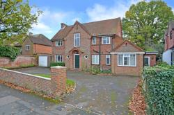 Detached House To Let  Camberley Surrey GU15