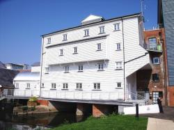 Flat To Let  Weir Court Kent CT1