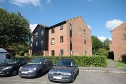 Flat To Let  Kingfisher Drive Surrey GU4
